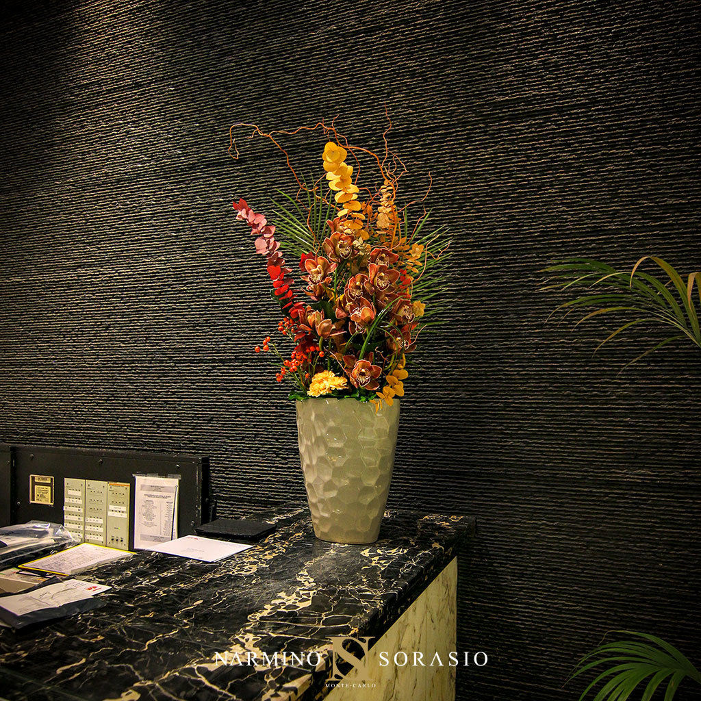 Composition riche et colorée pour un hall d'immeuble