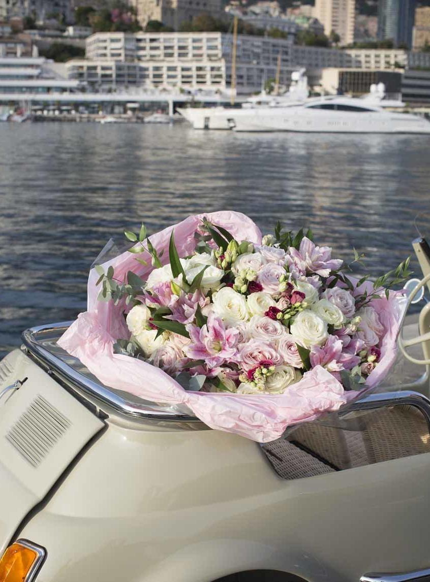 Splendide bouquet composé de fleurs variées