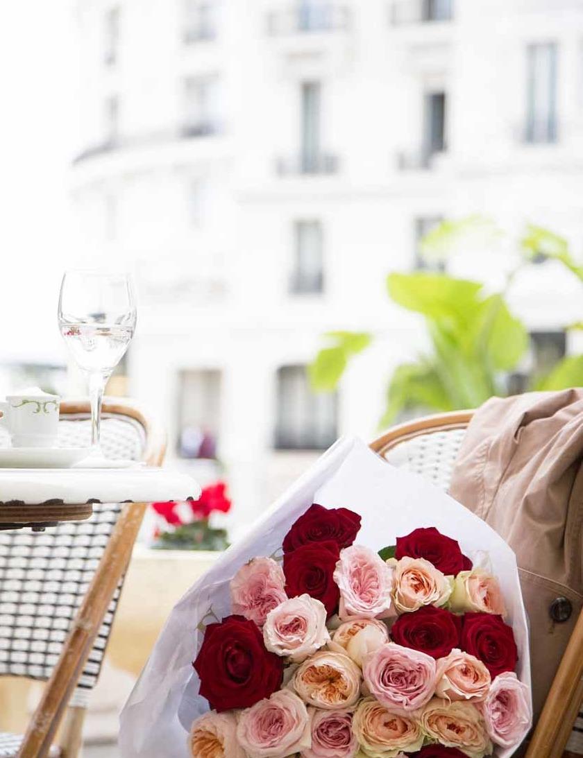 Un bouquet à une table du Café de Paris, place du Casino de Monte-Carlo