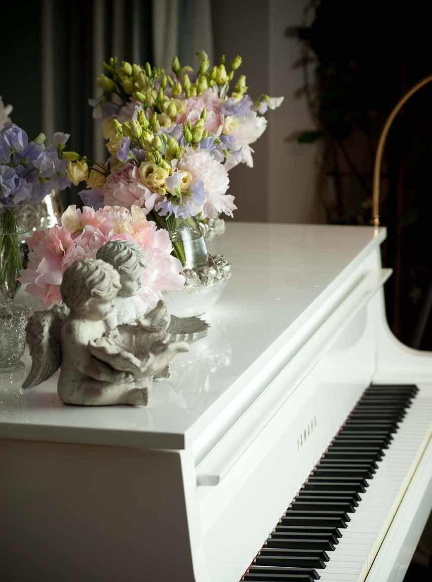 Bouquets pastels et vases