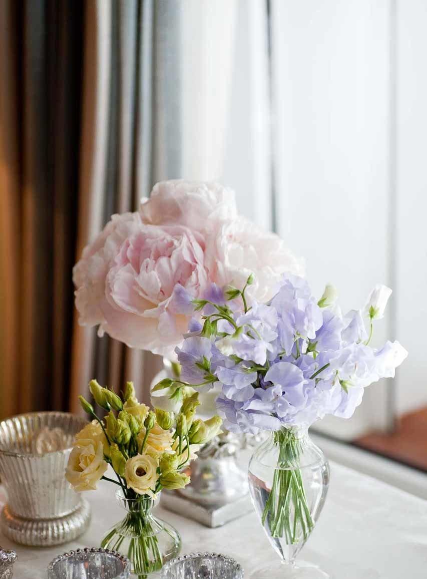 Quelques bouquets et vases fleuris pour un mariage
