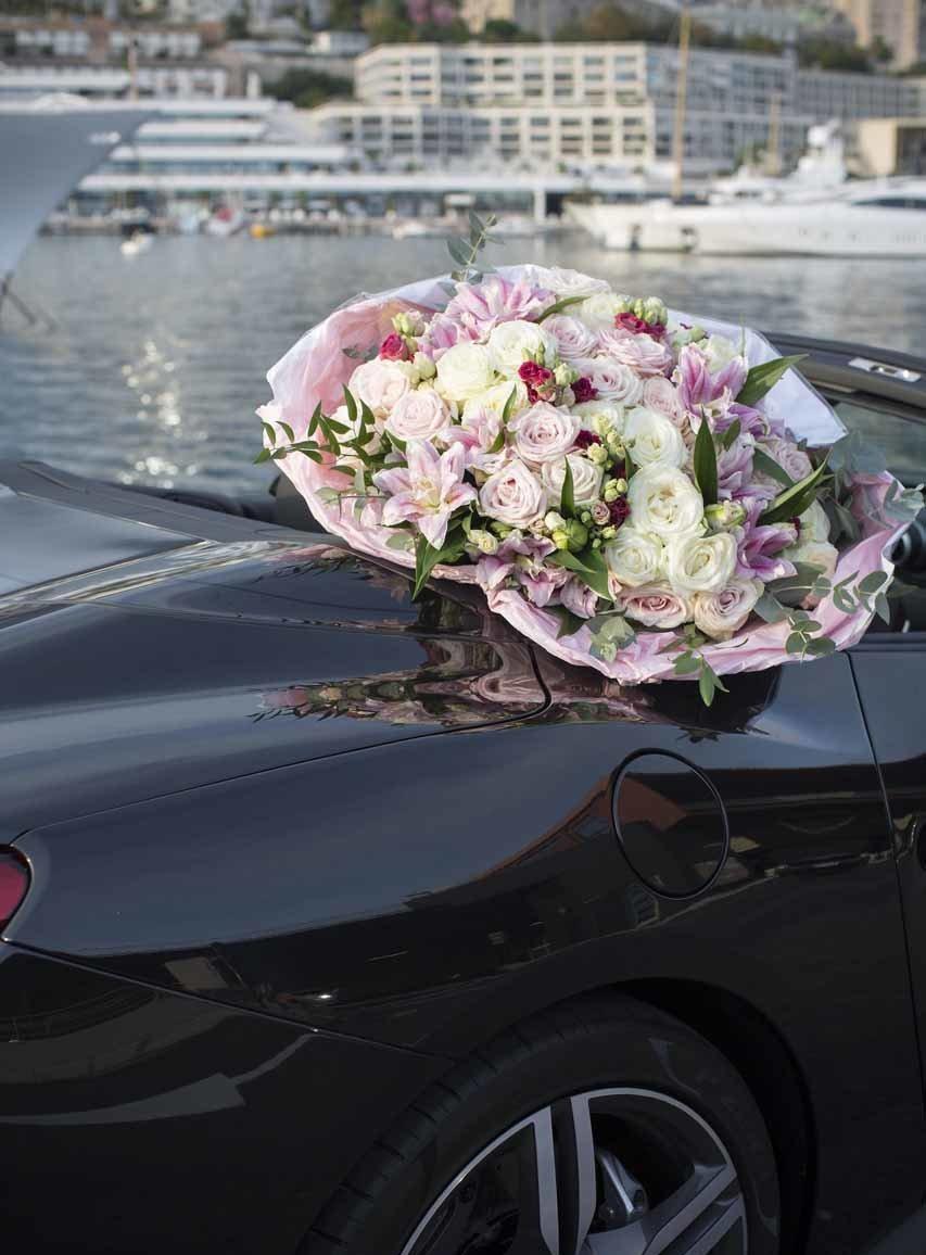 un grand bouquet de fleur sur le port de Monaco