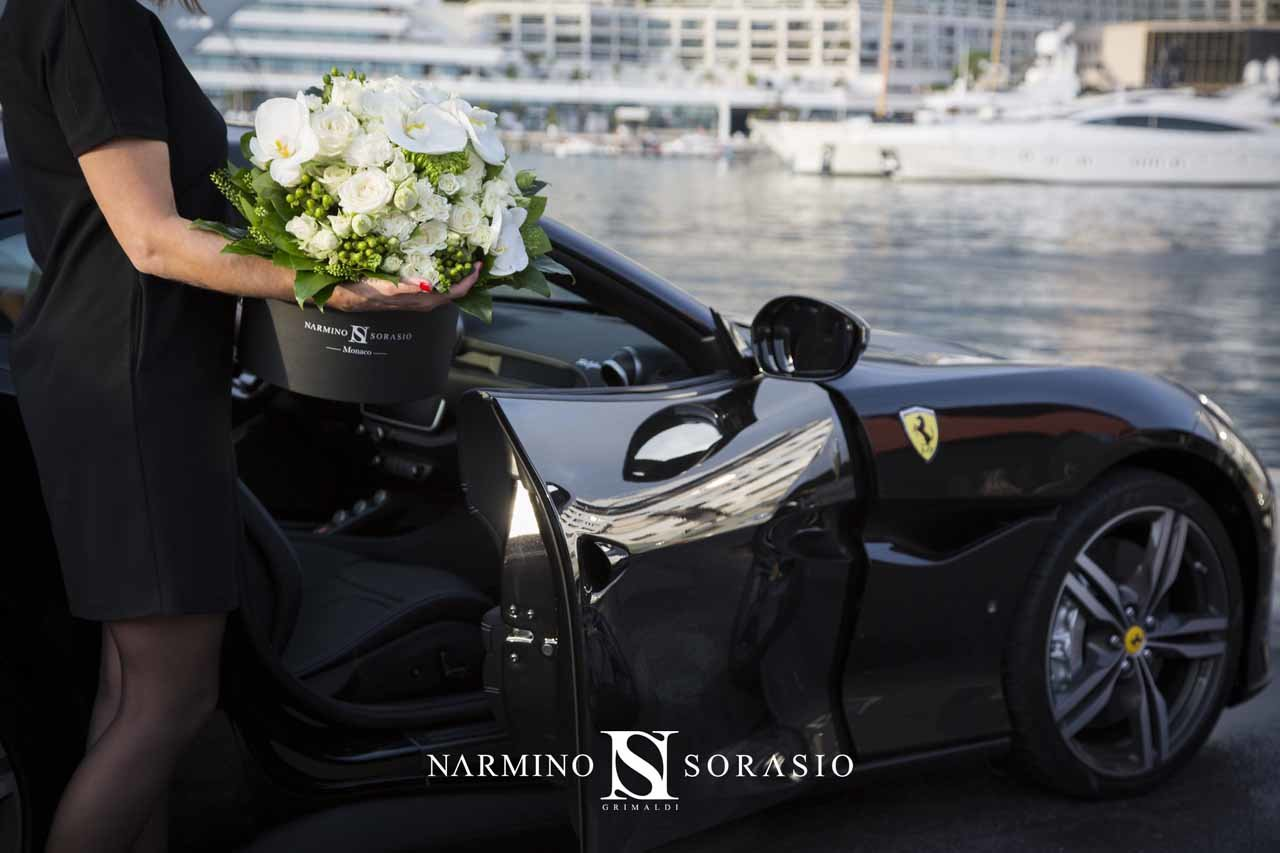 Fleurs et Ferrari, une alliance de goût