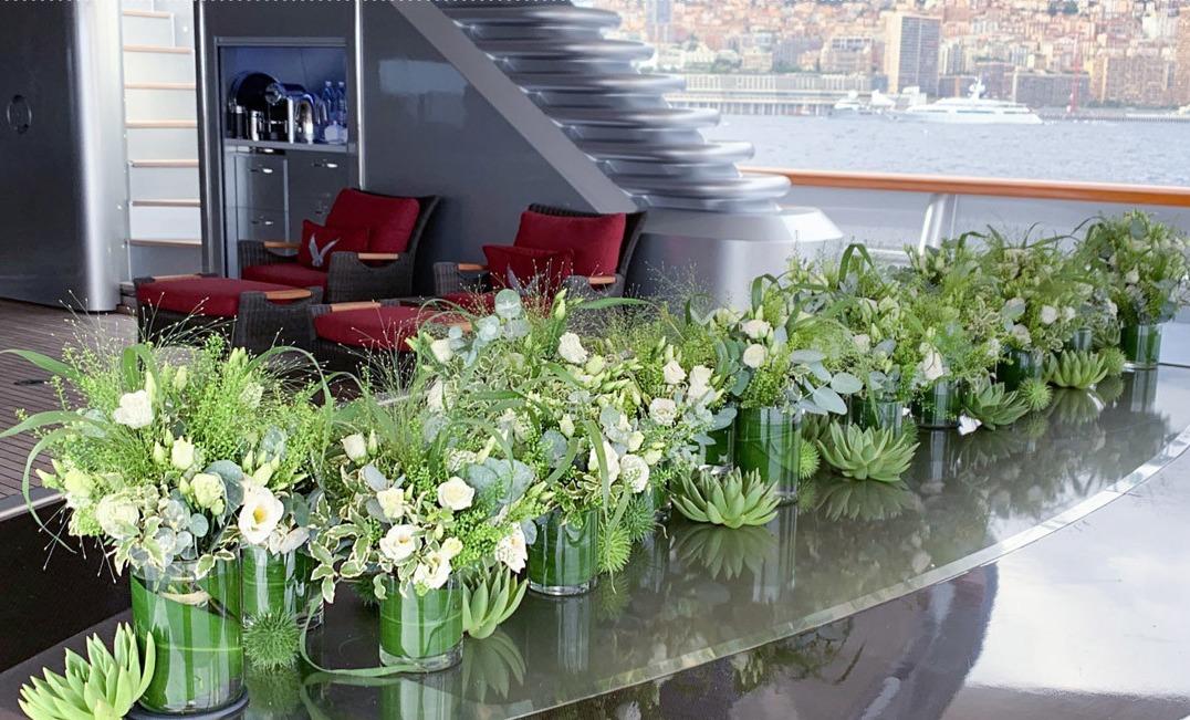 Une décoration florale de bateau par Narmino Monaco