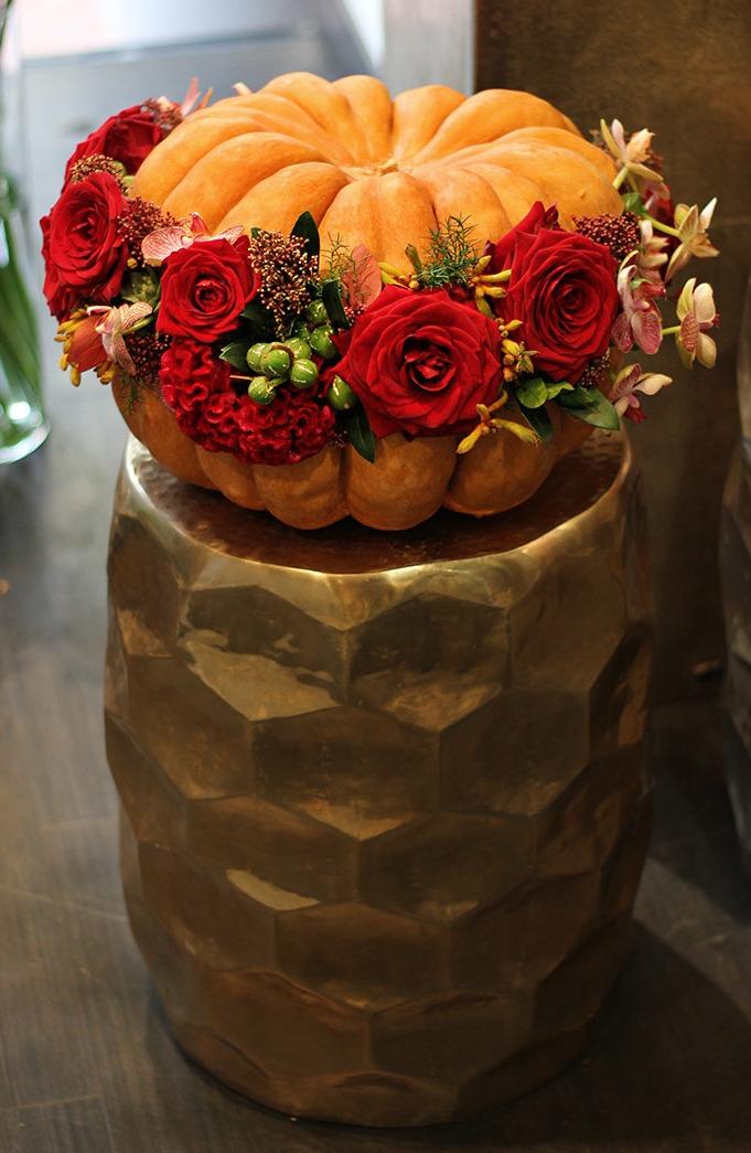 Citrouilles, potirons et fleurs pour Halloween