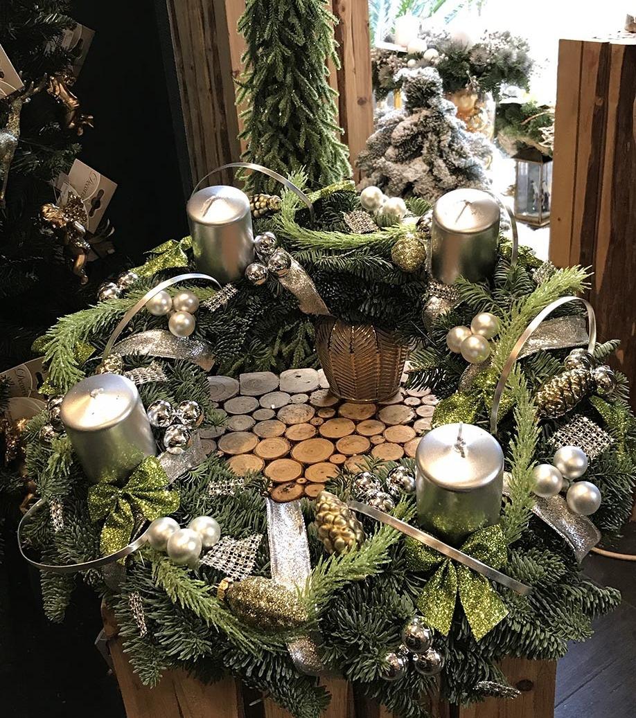 Une couronne de Noël dans des tons vert argent