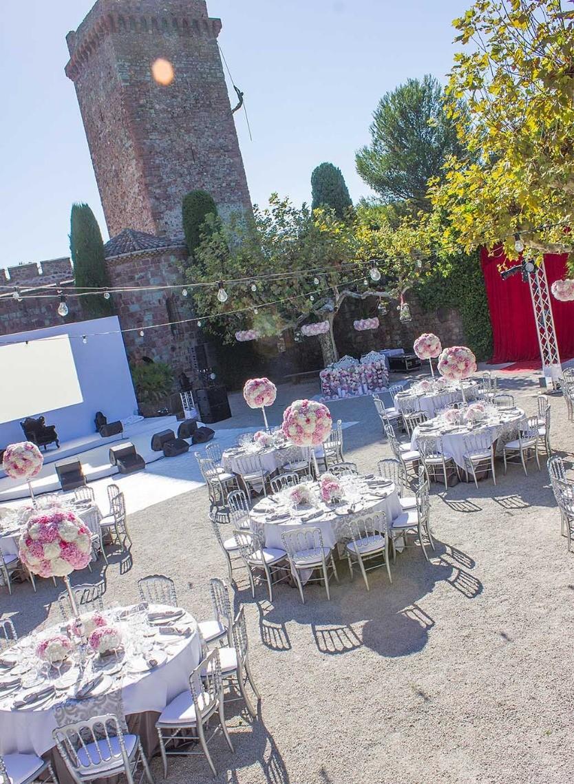 Un jardin magnifiquement décorée, Narmino, le fleuriste de votre mariage sur la Côte d'Azur