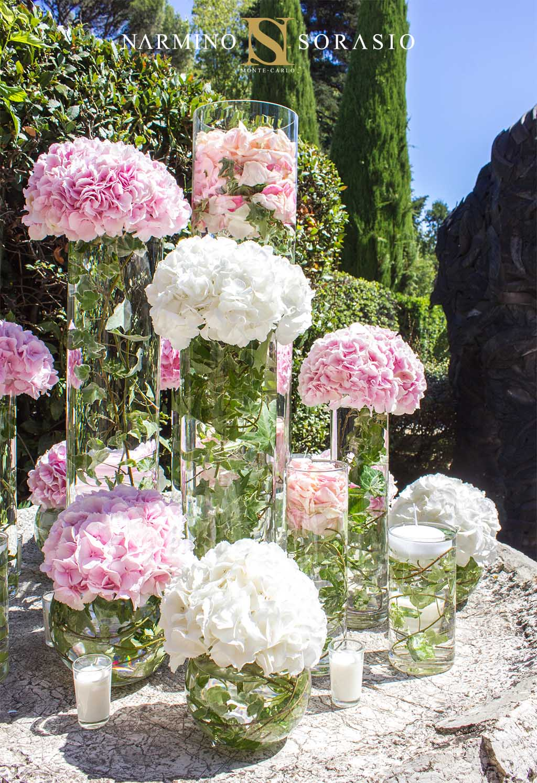 Transparent vases to decorate the wedding garden