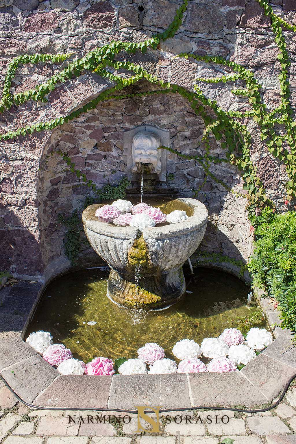Une fontaine fleurie