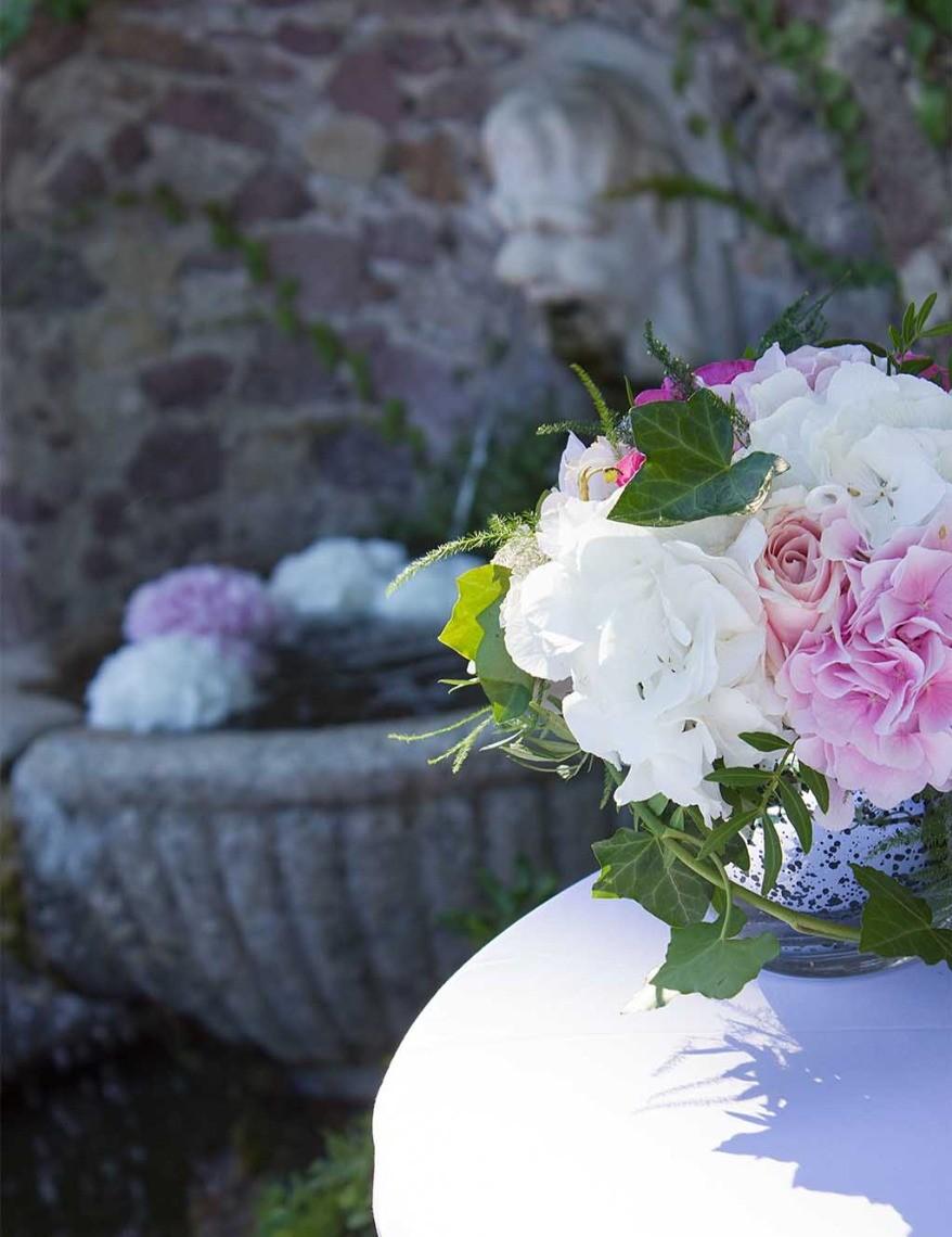 Fleurs et bouquet pour décorer un mariage