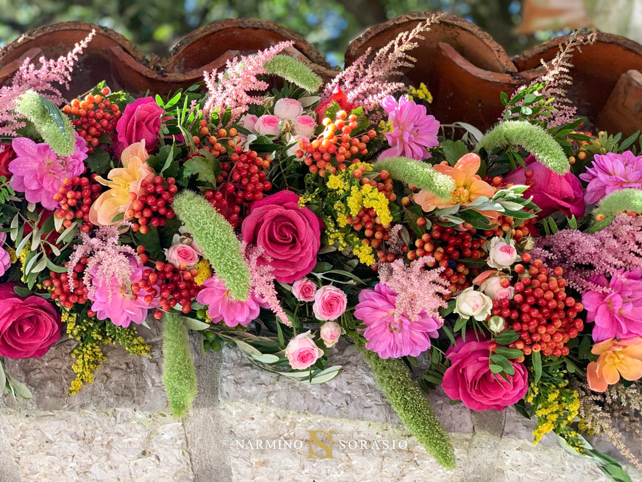 Détail sur une arche fleurie aux mille couleurs
