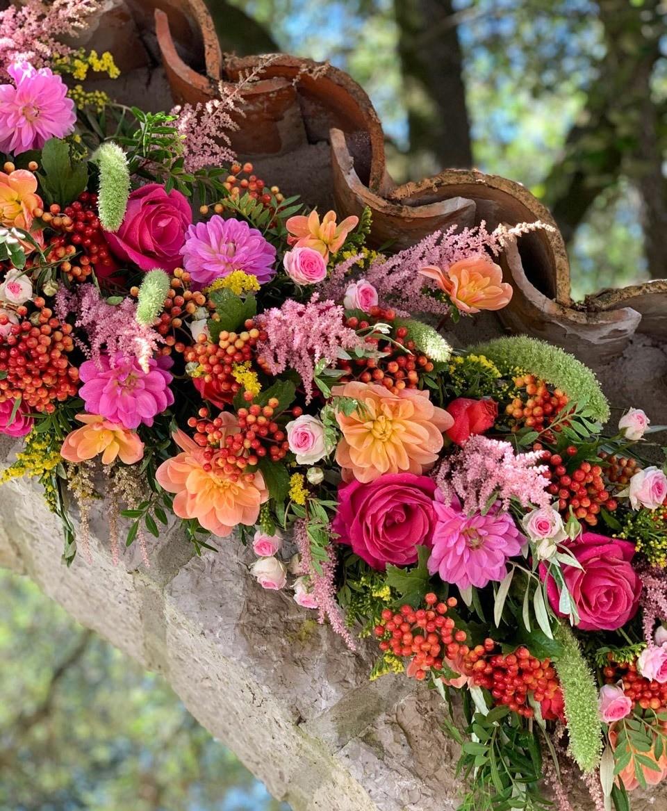 Une arche fleurie par nos soins pour une villa à Peille