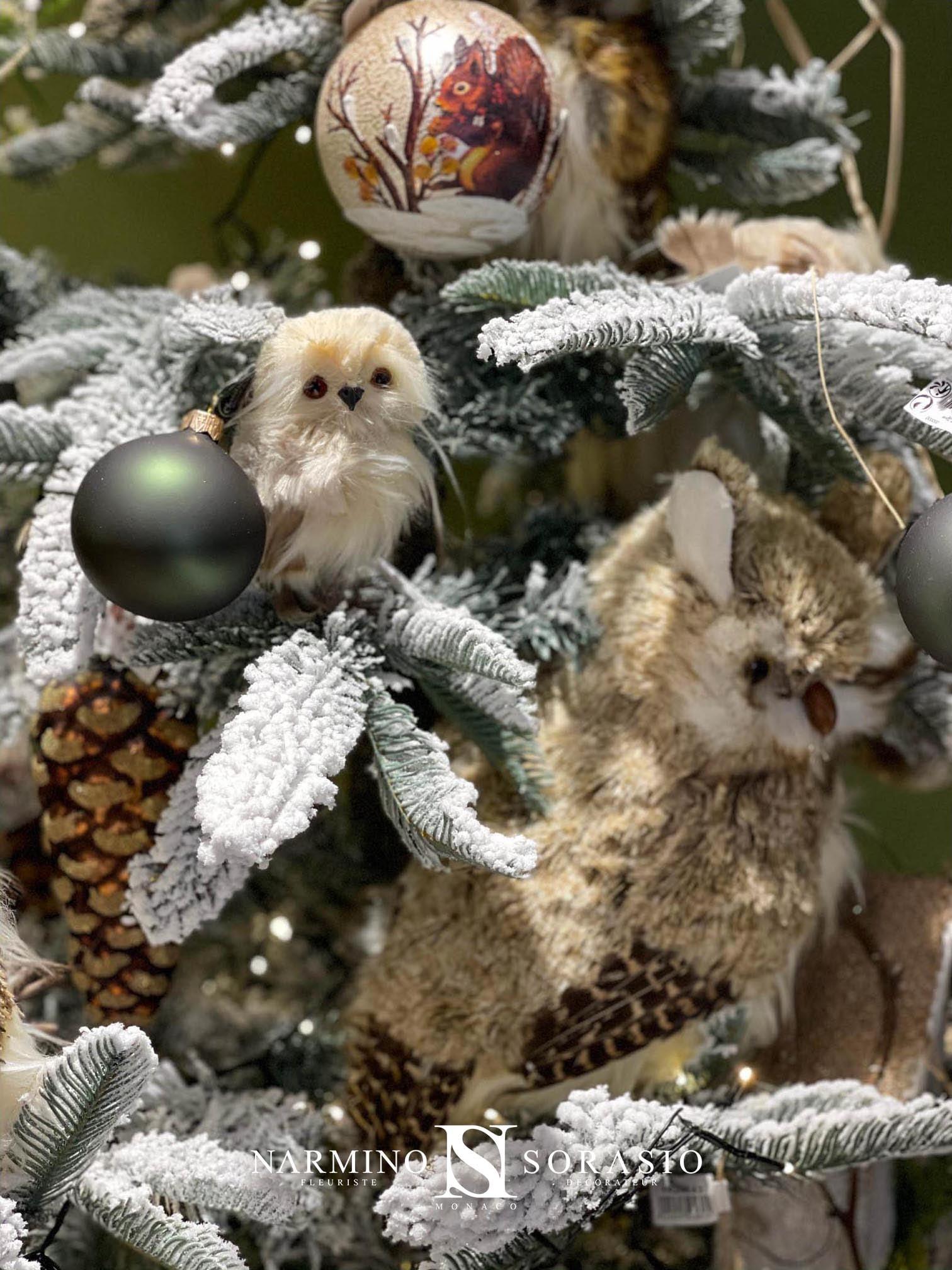 Un sapin de Noël avec des chouettes