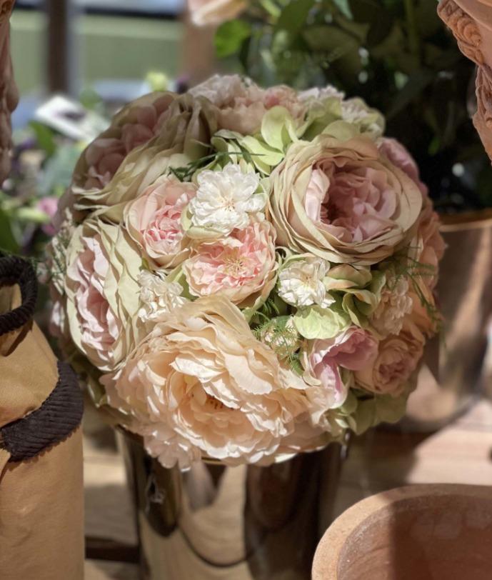 Une magnifique composition de fleurs pour Pâques