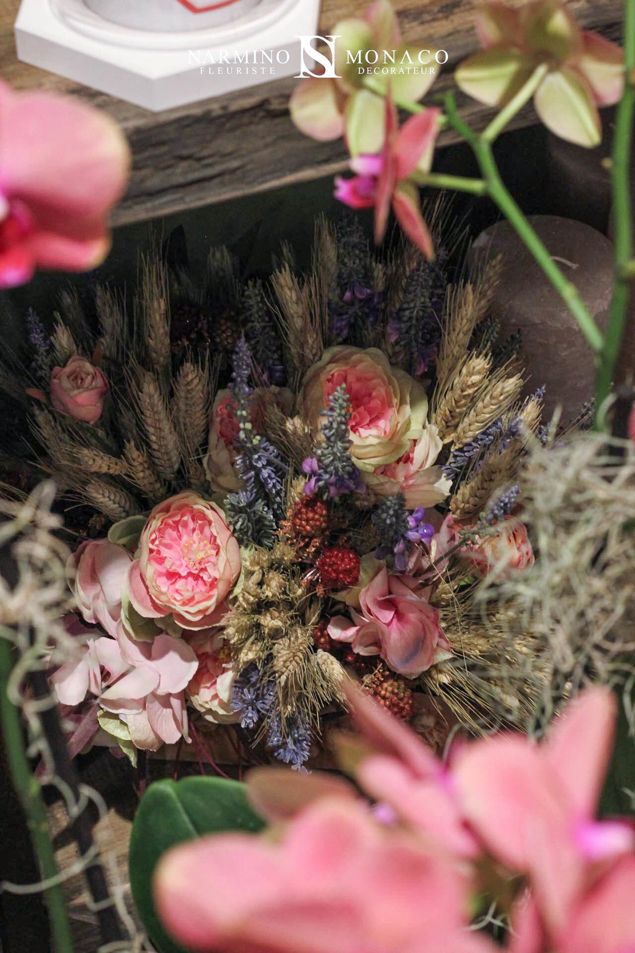 De beaux bouquets de fleurs séchées
